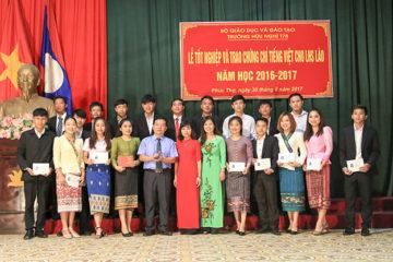 Lễ tốt nghiệp và trao Chứng chỉ tiếng Việt cho LHS Lào năm học 2016-2017