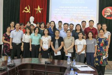 Đoàn công tác của Công đoàn Giáo dục Việt Nam lên thăm và trao tặng quà cho nhà giáo và lao động có hoàn cảnh khó khăn tại Trường Hữu nghị T78