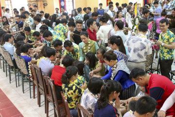 Lưu học sinh Lào tưng bừng đón Tết cổ truyền Bunpimay 2562